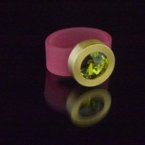 Silikonringe rose-rot matt Kopf Fb.gold + Swarovski Elements Olivine